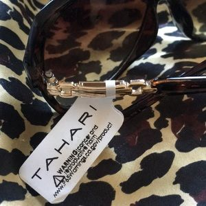 Tahari sunglasses 🕶